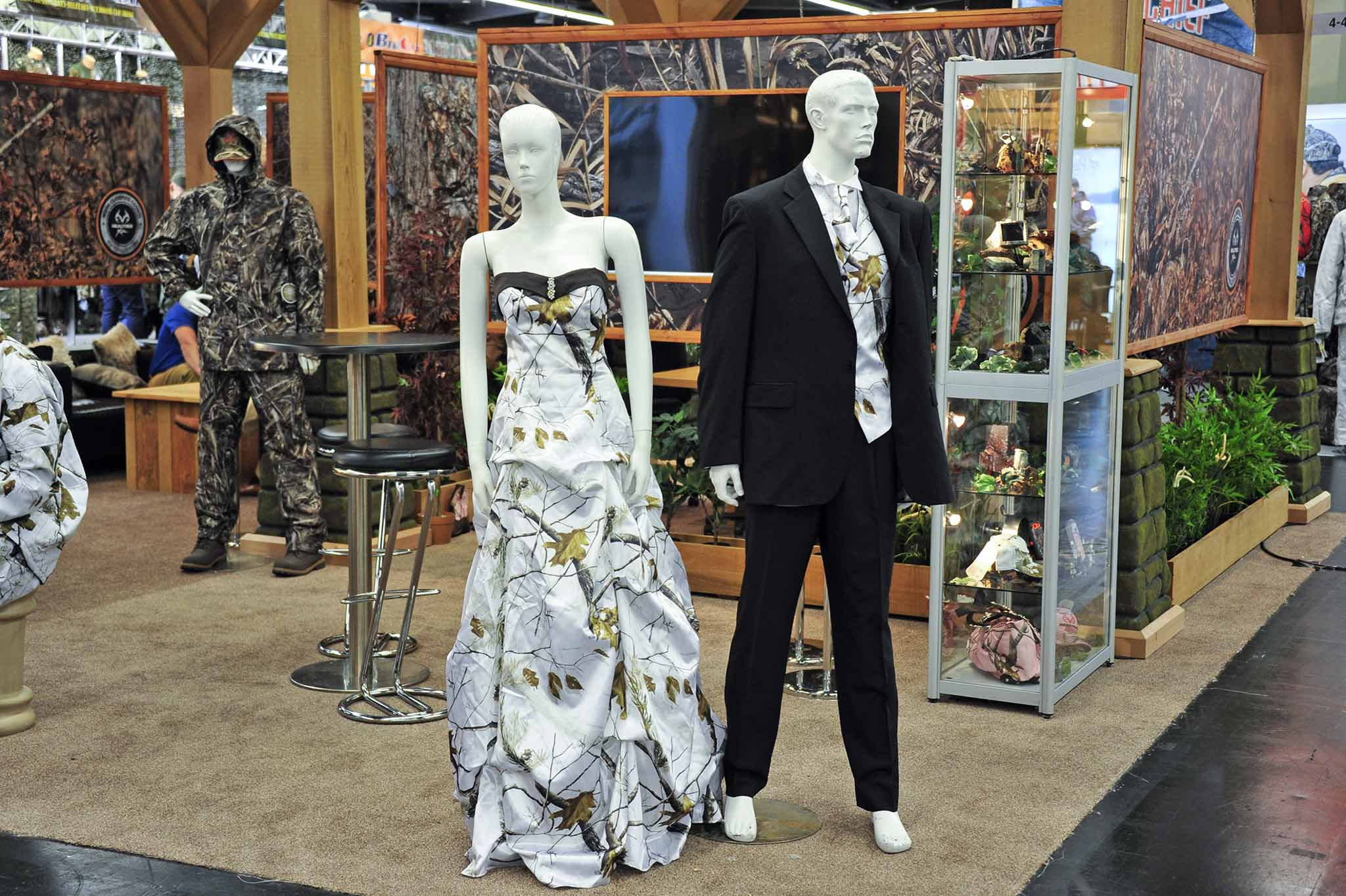 Wedding camo at IWA 2016