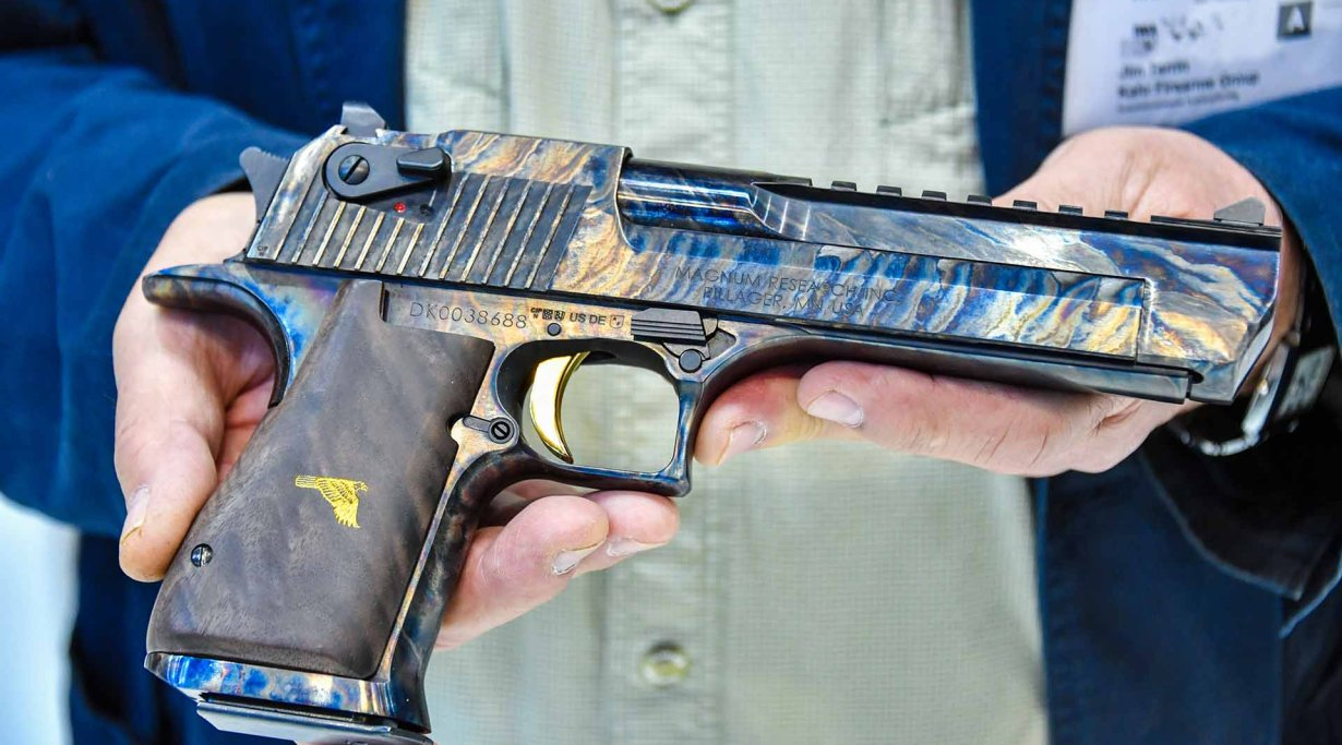 Desert Eagle Mark 19 mit Case Hardened Finish