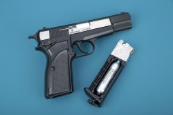 Browning Hi Power Mark III mit Magazin