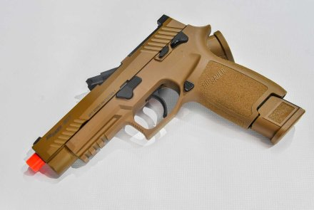 SIG AIR ProForce M17 Softair-Pistole in Coyote Tan.