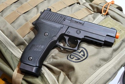 SIG AIR ProForce P229 Softair-Pistole in schwarz.