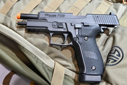 SIG AIR ProForce P229 Softair-Pistole mit Schlittenfang.