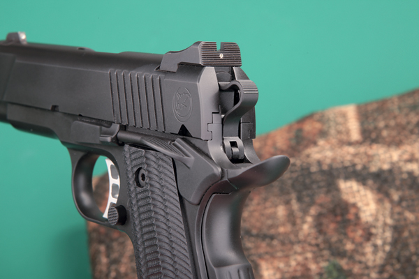 Die Kimme der Nighthawk T4 in 9 mm Luger