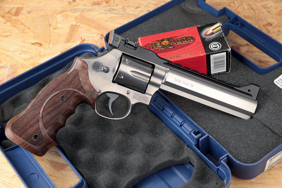 Revolver Smith & Wesson Modell 686 Club 30 HBH mit Packung GECO Hecagon .357 Magnum
