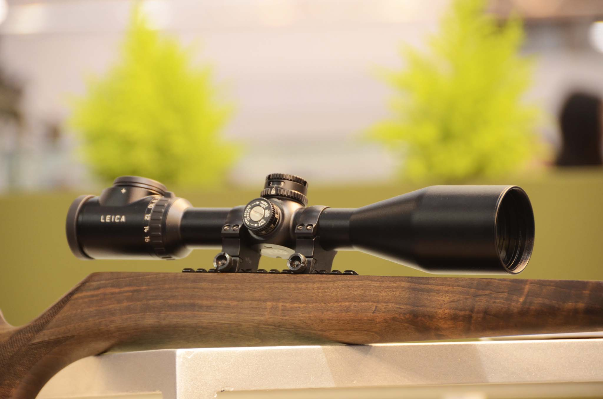 The new riflescope Leica Magnus 2.4 - 16x5: perfect mechanics and unparalleled performance