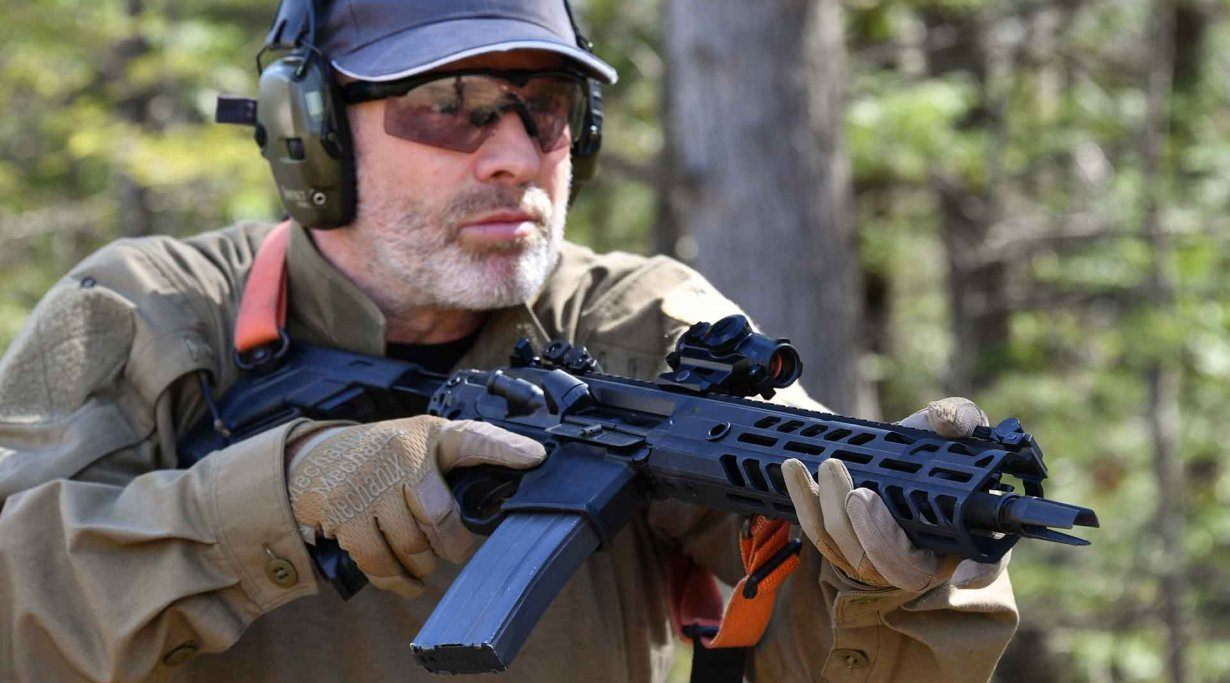 Stefan from all4shooters testing the SIG Sauer MCX Virtus semiautomatic carbine