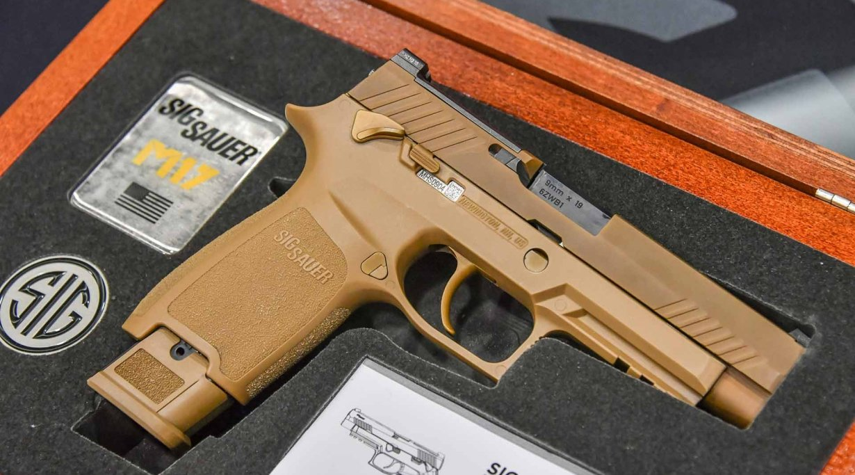 Left side of the SIG Sauer M17-Commemorative pistol