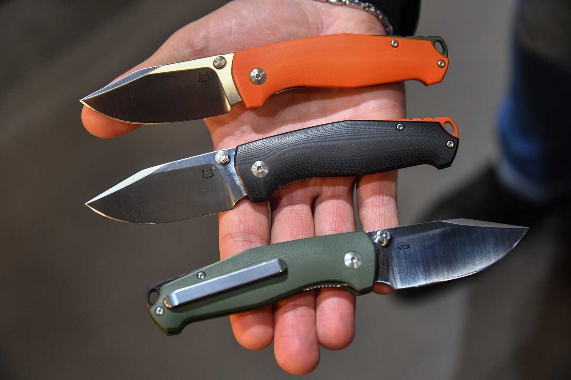 TUR folding knife  in different colors.