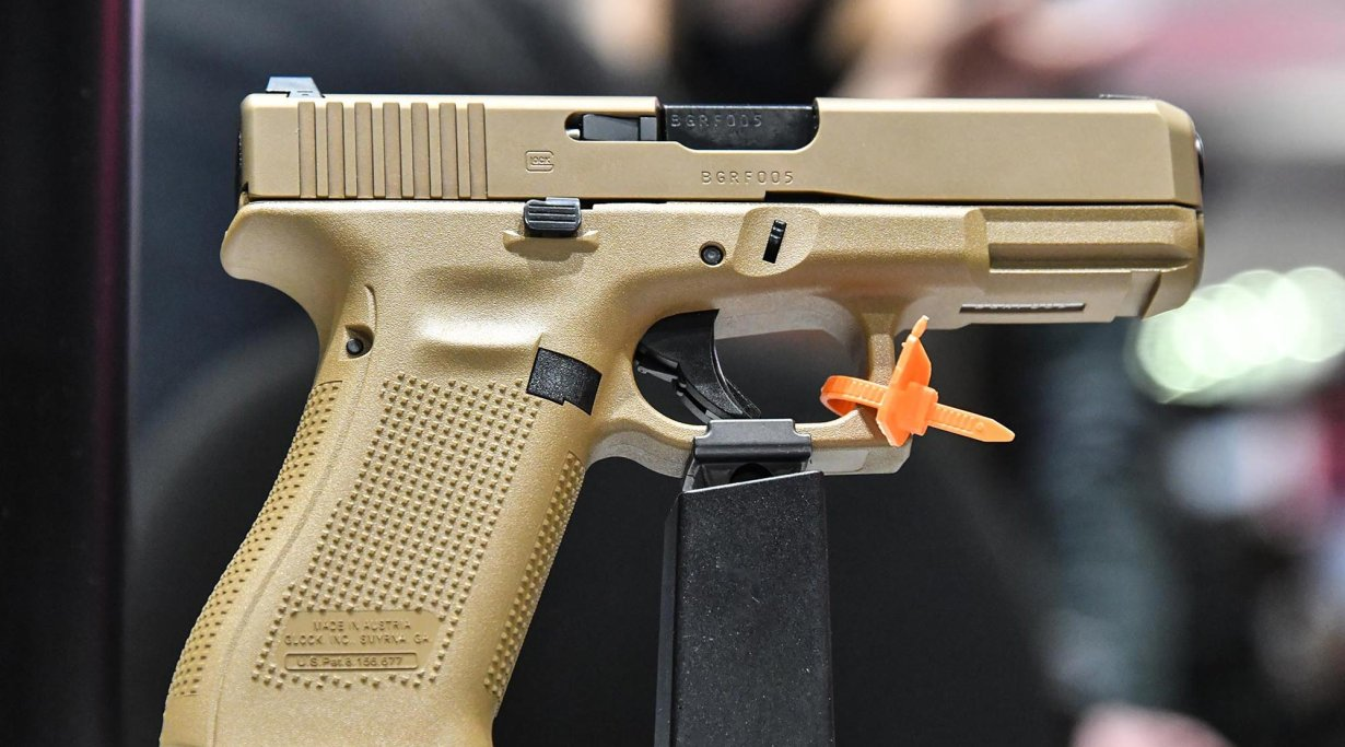 GLOCK G19X in sand color.