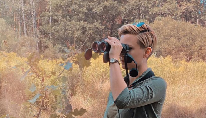 minox: User test: Minox X-range 10x42 – Hanna Selena tests the new Minox binoculars with laser rangefinder