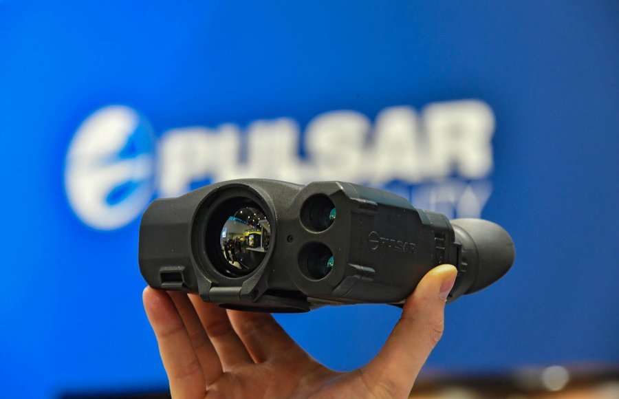 Pulsar Accolade LRF thermal binocular with integrated laser range finder