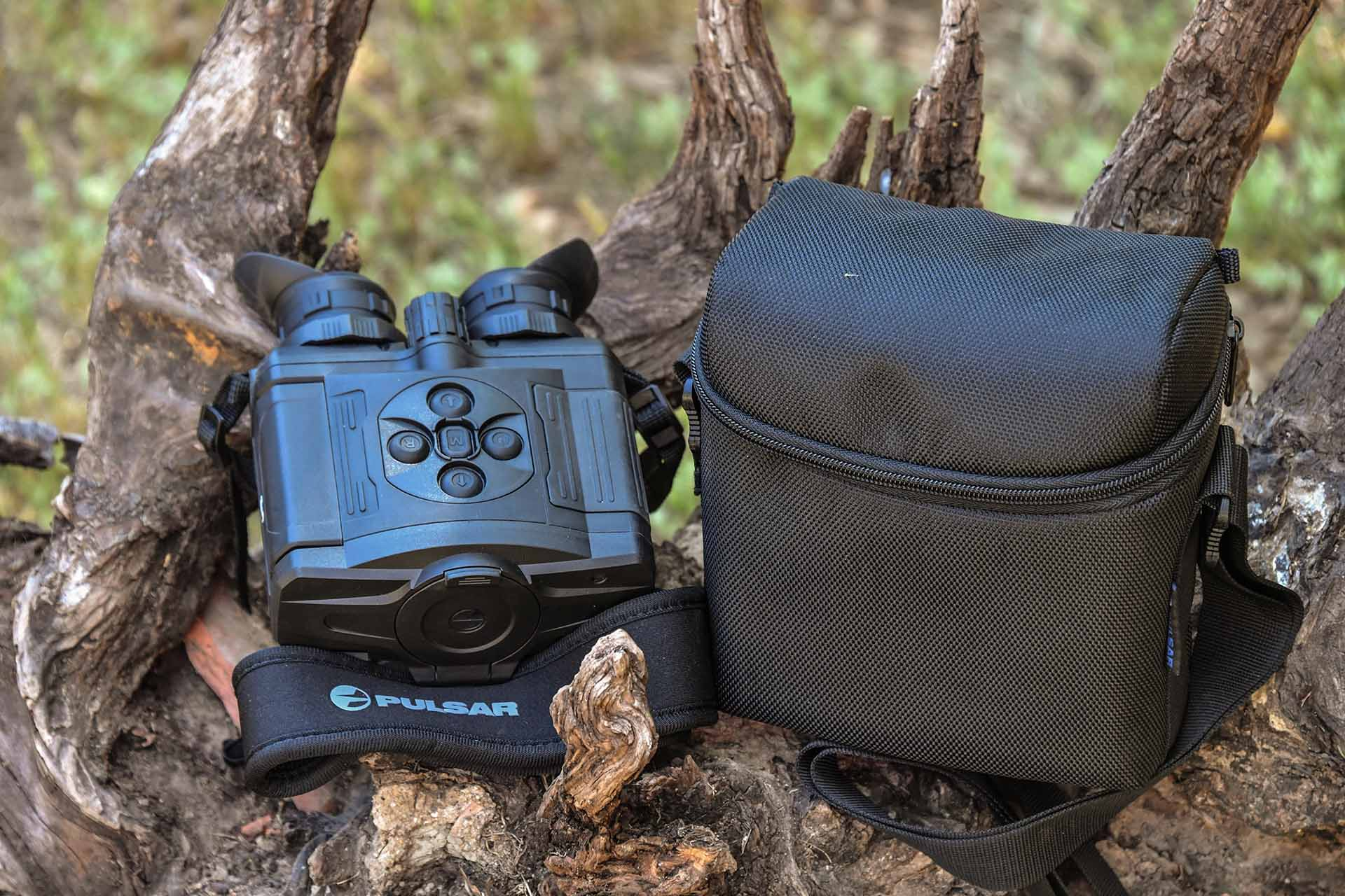 The XQ38 Pulsar Accolade thermal binocular with its Cordura case
