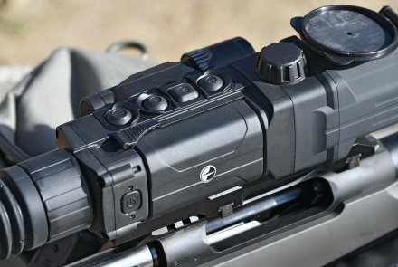 Four functions buttons on top of the Pulsar Digisight ULTRA N355