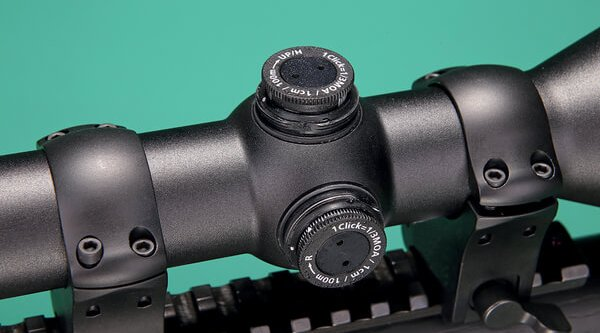 Detailed view of the ZEISS Conquest DL 2-8x42's reticle adjustment