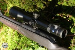 Close-up of the VICTORY V8 riflescope from ZEISS on a hunting rifle.