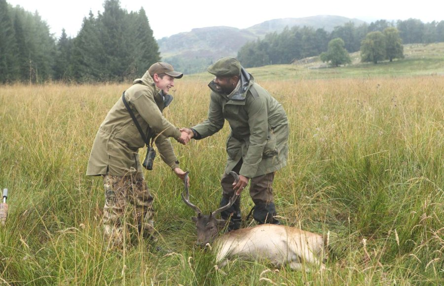 Deerstalkers shaking hands with client at end of stalk