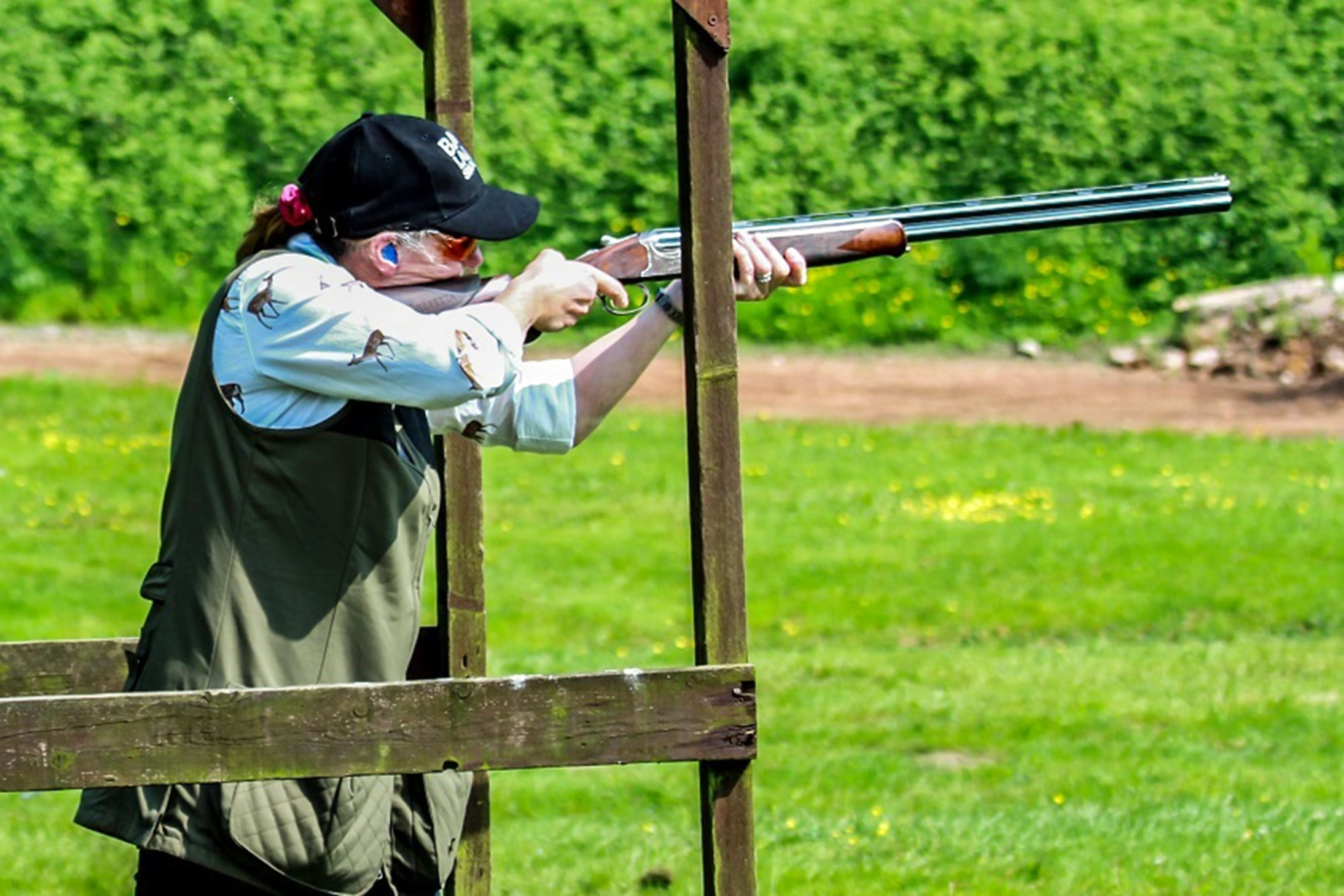 Audrey Watson shooting clays with Caesar Guerini Tempio 20 gauge