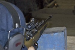 Adjusting the red dot sight of the Sabatti Rover Compact Scout rifle