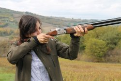 Lady hunter with Beretta Vittoria over-under