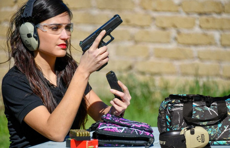 Lady shooter with Bulldog Range Bag