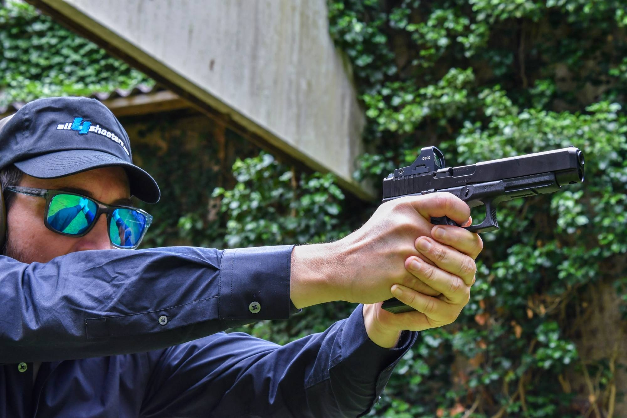 culture: Dynamic handgun shooting and IPSC shooting techniques: the posture for perfect pistol shooting