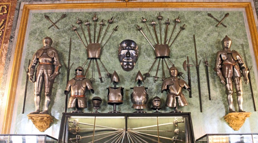 The arms of the Savoys, a visit to the Royal Armoury of Turin