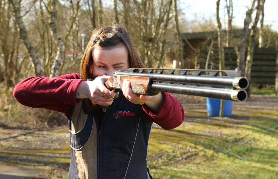 Carrie Smith shooting with Beretta 682 Gold E