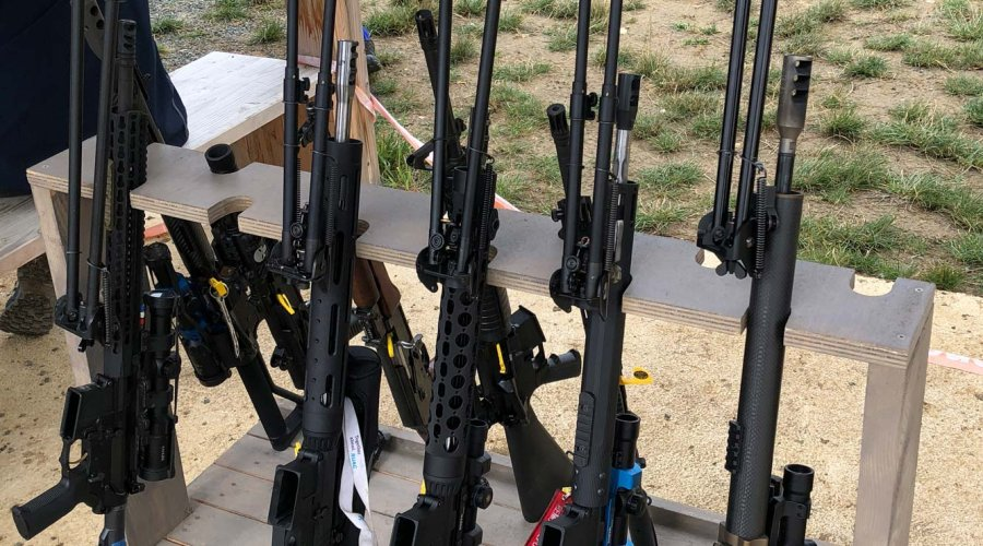 Semi-automatic rifles with long bipods used by IPSC shooters at the French IPSC Rifle Championship 2018