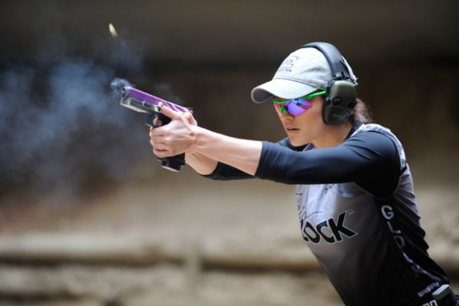 Tori Nonaka shoots in an IPSC match