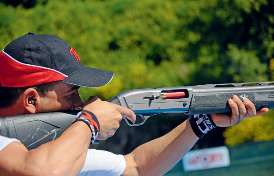 Extreme shooting champion Raniero Testa will perform in northern Italy in September, attempting to break a new record