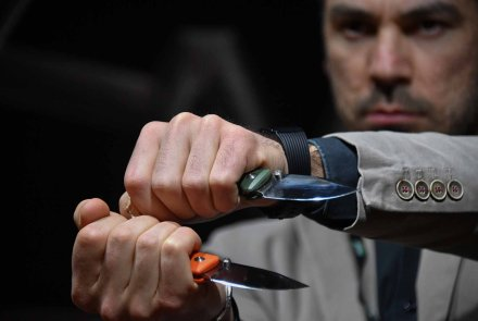 The black and fluo orange G10 handle of the TUR Folding knives.