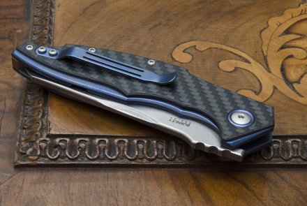 MKM Raut with blue anodized titanium liners and carbon fiber scales