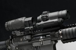 Close up of the sights of the Aimpoint 3XMag-1