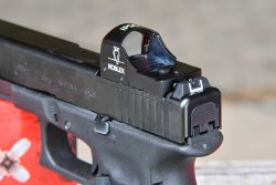 The Noblex sight II plus IPSC mounted on a GLOCK 17 MOS