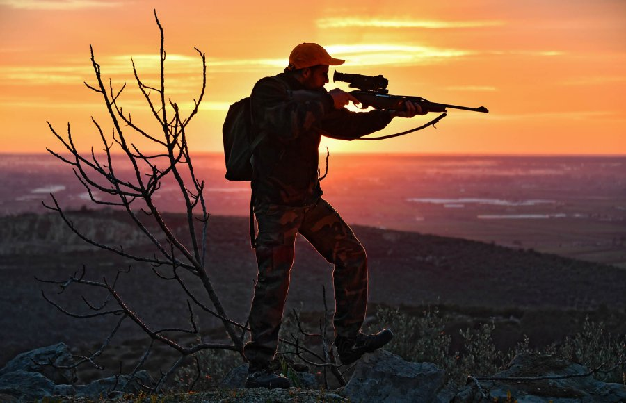 Hunter using the Pulsar Trail XP thermal riflescope
