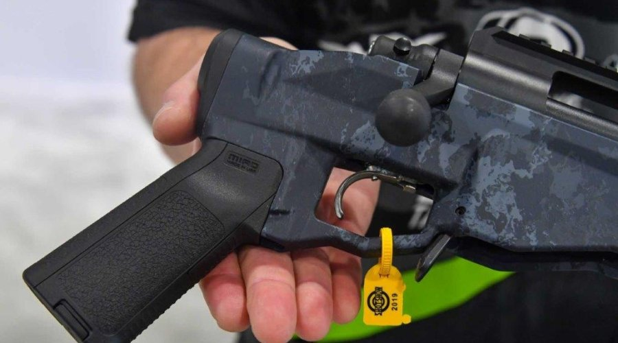 Instead of a full-blown stock, only a Magpul MIAD pistol grip is provided.