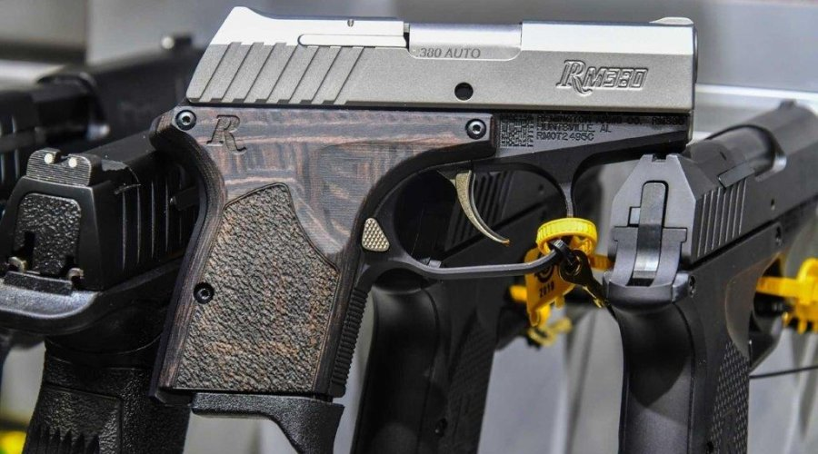 The pistol Remington RM380 Executive in 9 mm.