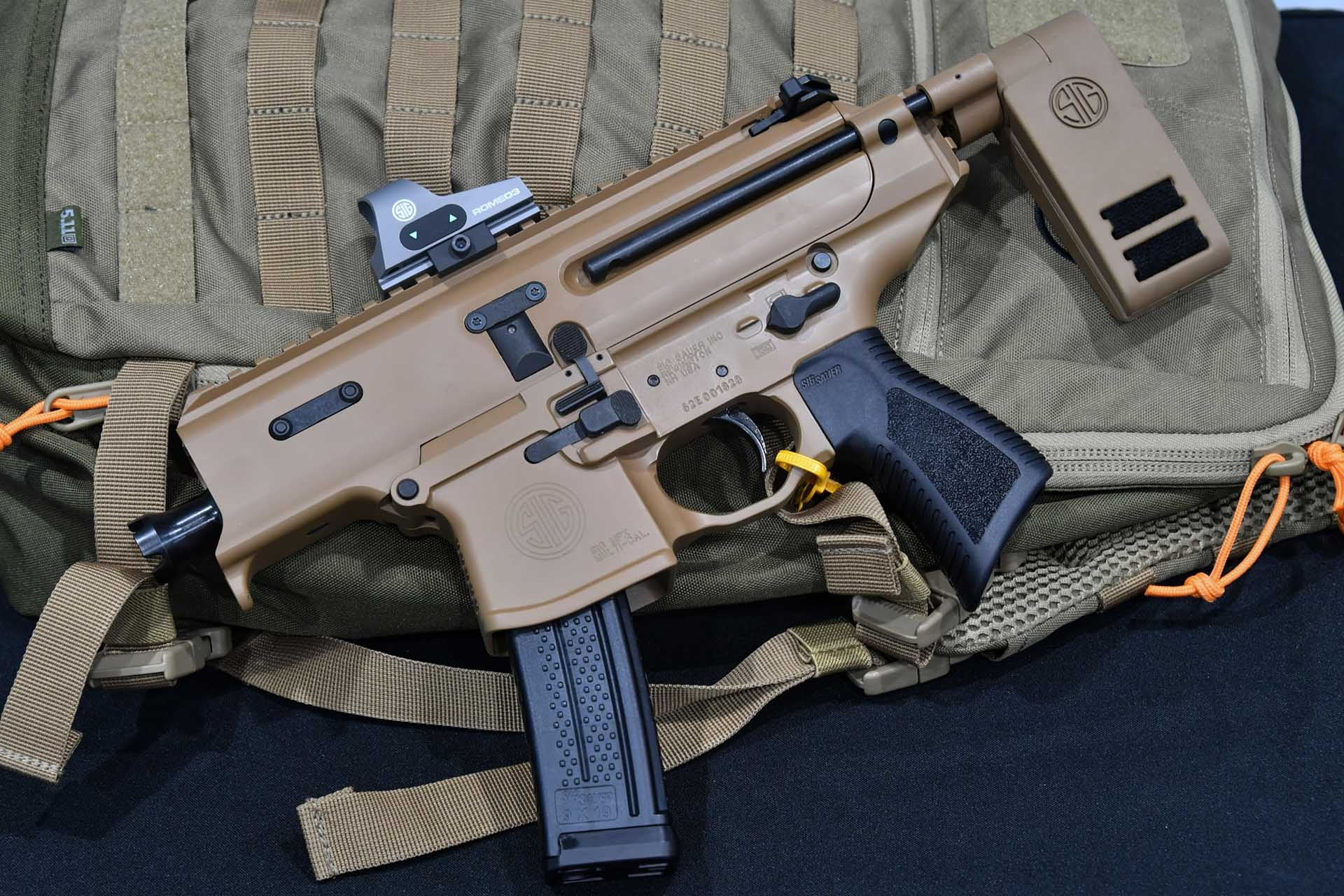 The right side of the SIG Sauer Copperhead. The controls are the usual ones of the MPX model.
