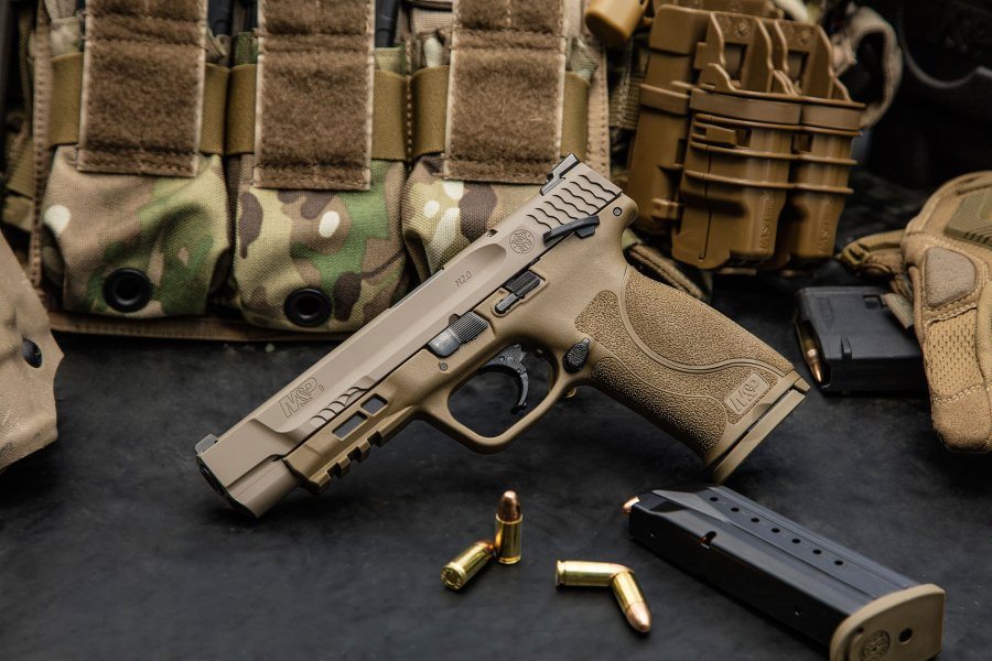 Smith & Wesson M&P M2.0 in Flat Dark Earth
