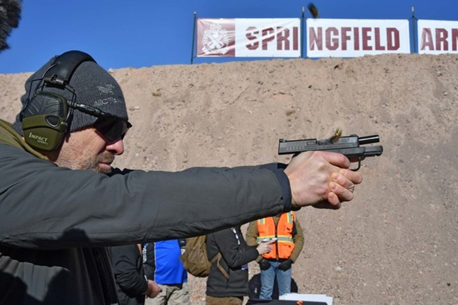 Shooter with the subcompact pistol Springfield Armory XD-S Mod.2 at the shooting range
