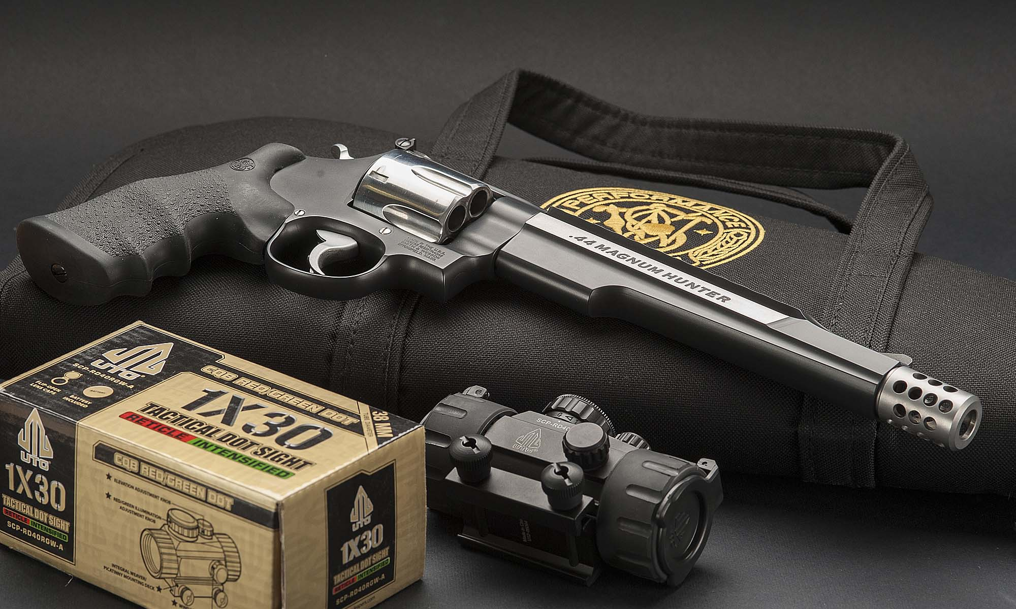 La Riedizione Del Classico Thonet : Revolver smith wesson hunter plus