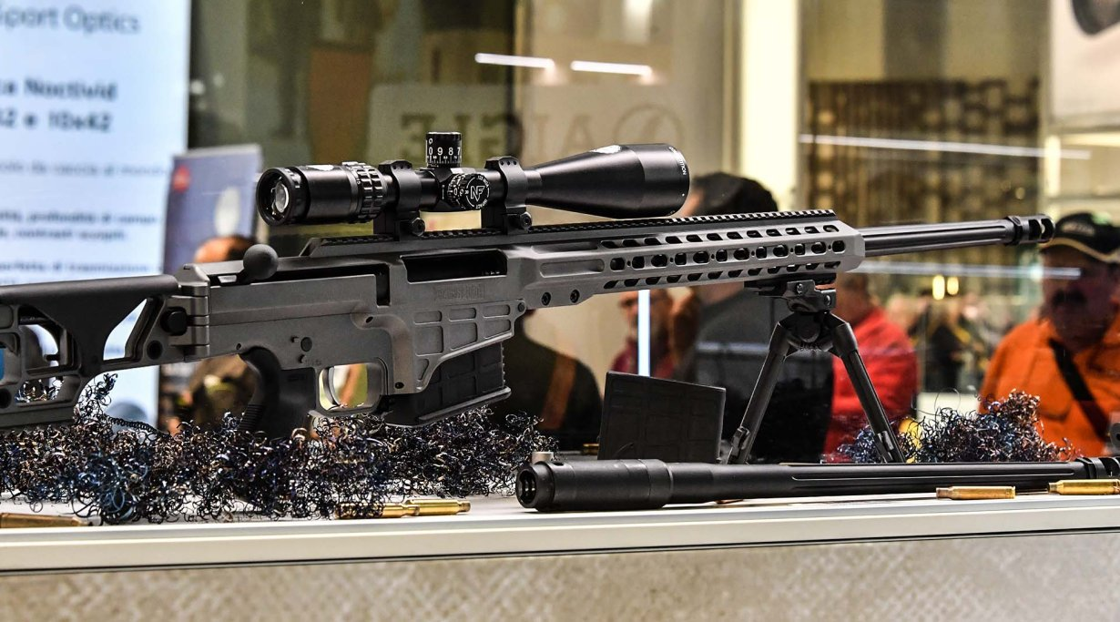 Fucile Barrett MRAD in calibro .338 Lapua esposto in fiera
