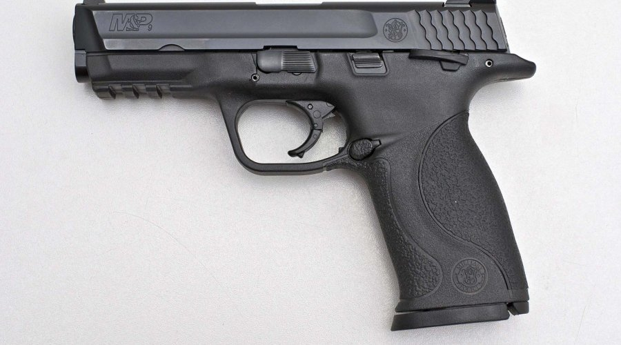 Lato sinistro della pistola Smith & Wesson M&P9