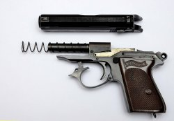 Walther PPK smontata